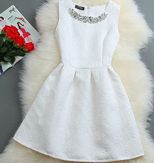 Společenské šaty bíle